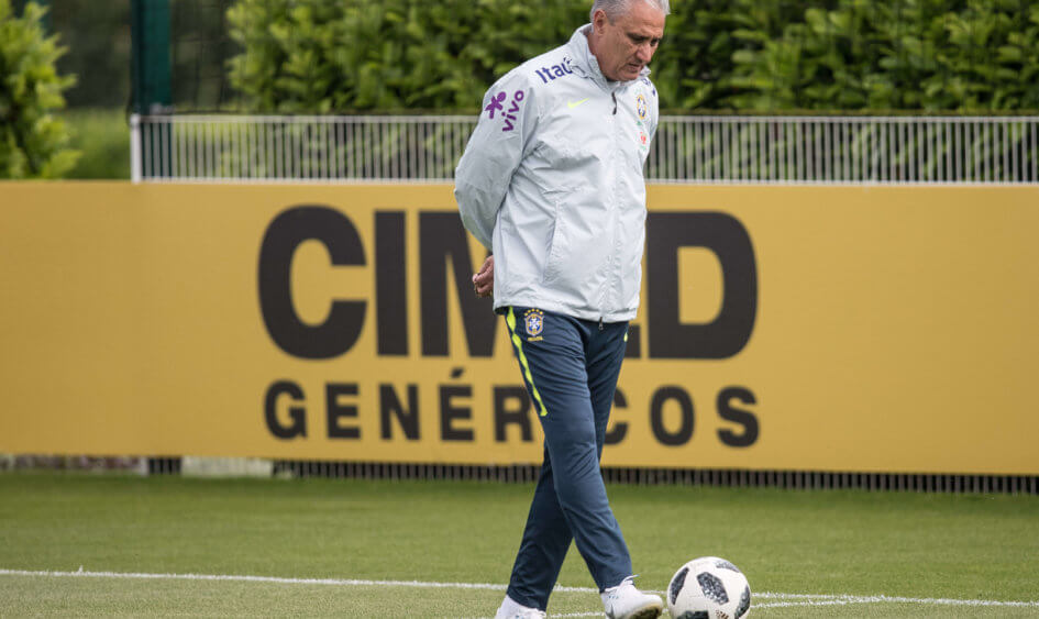 Tite starts the preparation for the game against Austria with Douglas Costas' backup.